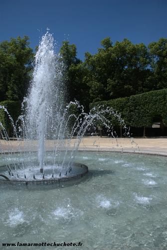 Fontaine au centre du parc